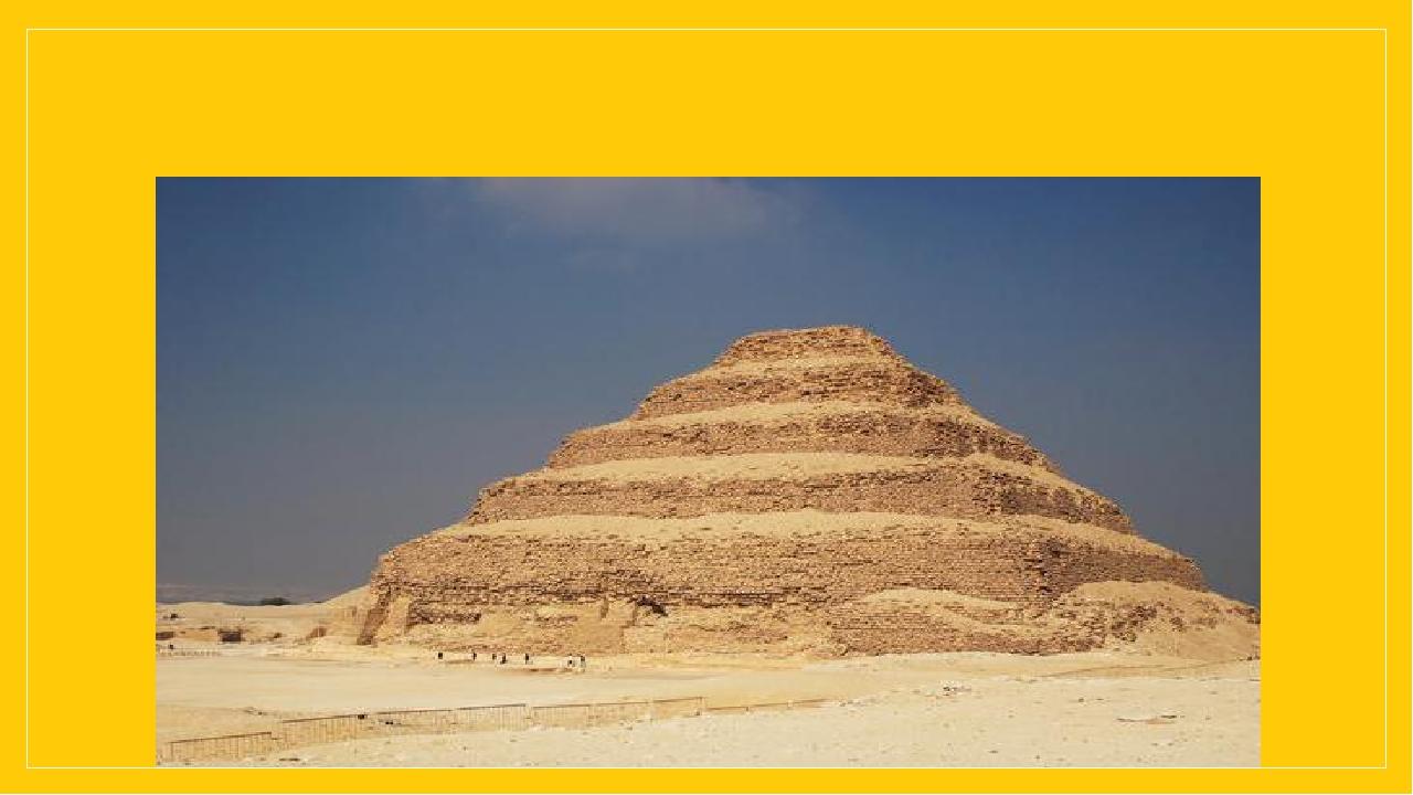 Одним з ранніх пам'яток монументальної кам'яної архітектури є ансамбль поховальних споруд фараона III династіїДжосера.