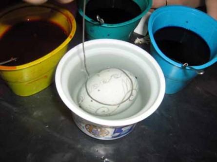 Занурити яйце в оцтовий розчин на 20-30 секунд 9e1afbec2da68