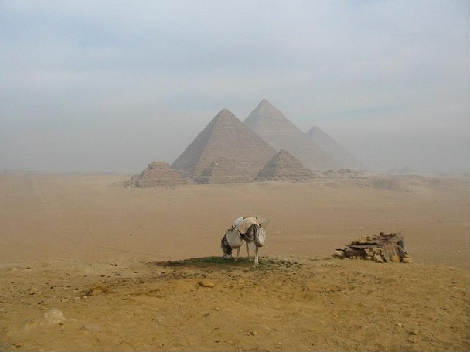 4) Піраміда складена більш ніж з 2 млн. блоків різної форми та величини, хоча простіше було працювати з блоками однакових розмірів, кожен блок важи...