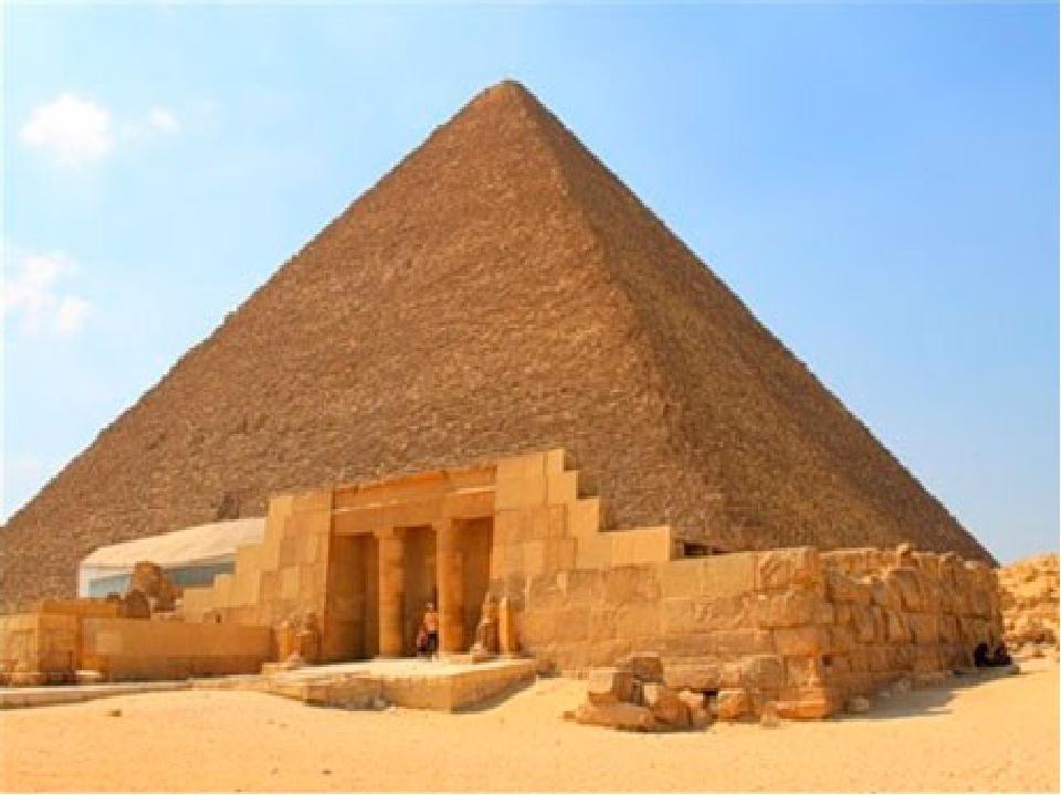 Поряд з пірамідою Хеопса височіє піраміда Хефрена, яка візуально виглядає вище своєї попередниці. Однак, це не так – піраміда всього лише вибудуван...