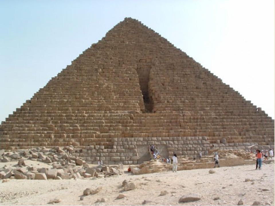 Ансамбль Великих пірамід завершує піраміда Мікеріна, чиє будівництво було закінчено близько 2504 до н.е. Піраміда Мікеріна – найменша з трьох, її в...
