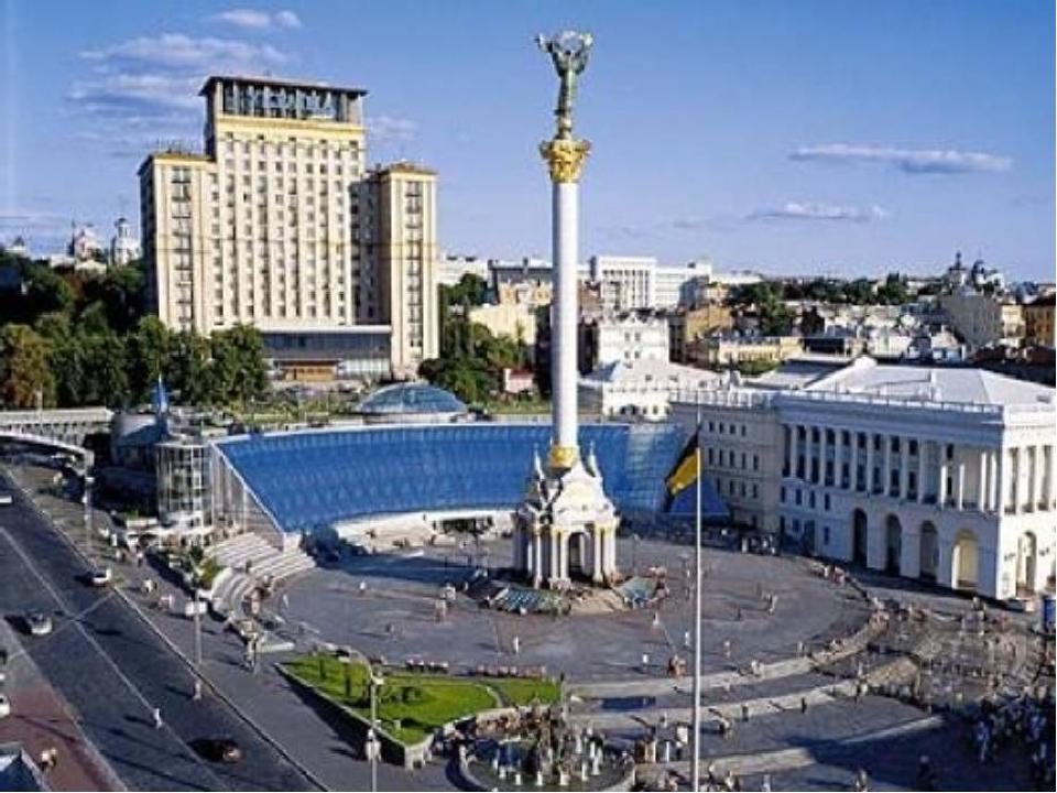 Святковий день – двадцять четверте серпня. Так хочеться усмішок і пісень. Віднині Україна незалежна, Запам'ятайте, люди, світлий день! Здійснилась ...