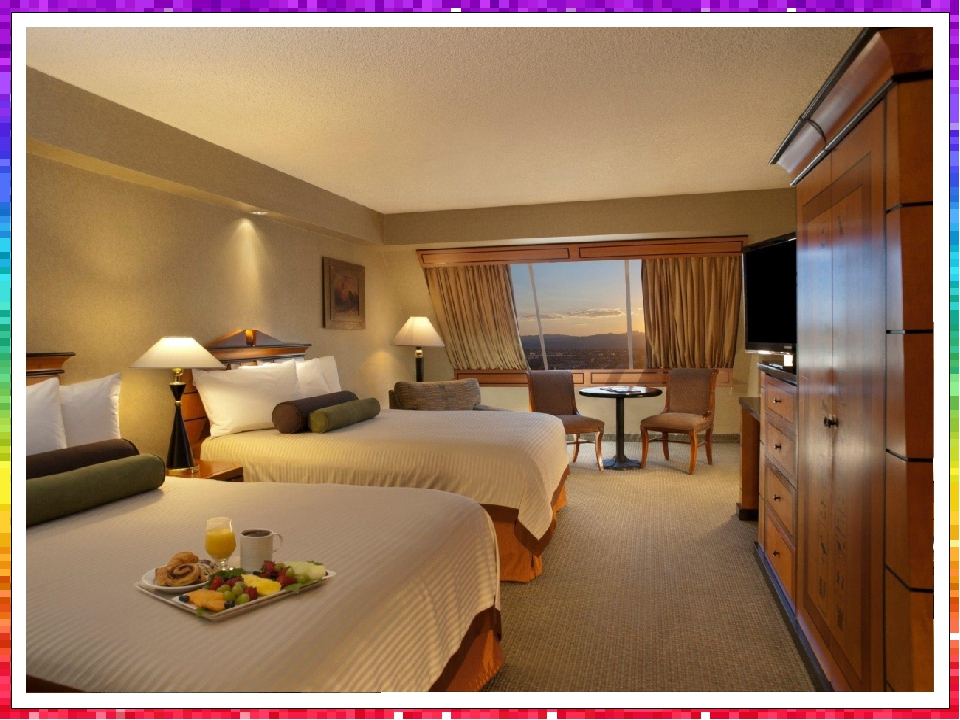 Due to the 2008 to 2009 renovation, it has a new, highly modernized design and contains a total of 4,407 rooms, including 442 suites, lining the in...